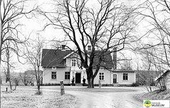 tm_7128 - Ramstorp, Tidaholm (Tidaholms Museum) Tags: svartvit positiv exteriör byggnad manbyggnad tidaholm