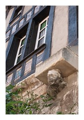 Sourire en coin (DavidB1977) Tags: france picardie hautsdefrance gerberoy fujifilm x100f oise sculpture