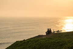Down on the Malecon, Miraflores (Geraint Rowland Photography) Tags: candidtravelphotography couple peace cycle bike sunset nature sunny sunshine golden goldenhour pacificoceanmiraflores lima peru maleconmiraflores romance lightinphotography canonperu canon5div sigmaartlens135mm wwwgeraintrowlandcouk geraintrowlandphotographytoursinlima