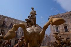 IMGP0173 Fontana di Diana (Claudio e Lucia Images around the world) Tags: fontana fountain diana ortigia siracusa syracuse sicily sicilia italia water pentax pentaxk3ii sigma sigma1020 horse