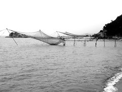 Beach fishing (MelindaChan ^..^) Tags: zhuhai china 珠海 銀坑灣 village fishing people leisure sea water beach life chanmelmel mel melinda melindachan