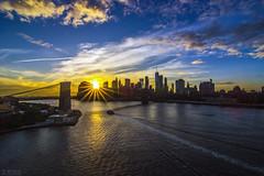 A peeking sun in Downtown Manhattan (千杯不醉的 drunkcat) Tags: downtownmanhattan eastriver brooklyn sunburst