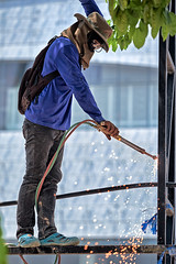Flame Cutting (FimRay) Tags: thailand people man builder buildingsite working worker flame cutting street streetphotography traditionalstreet asian asia construction oxyacetylenetorch