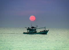 Fishing Boat at Sunset: Phu Quoc Vietnam (King....) Tags: vietnam fishing fishingboat sunset dusk ocean sea boat asia seasia landscape seascape beach phuquoc island