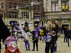 AMSTERDAM _BUBBLES_FUN (paulomarquesfotografia) Tags: paulo marques sony hx400v amsterdam bubbles fun amesterdão diversão bolhas urbano urban cidade city pessoas people children crianças centro central
