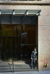 Midtown Manhattan, New York, New York (Comiccreator24) Tags: digitalphotography peoplephotography people photography creativephotography streetphotography street streetphotographynewyork streetphotographynyc nyc nikonography nikon nikonphotographer nikond3400 nikondslr nikond3400photographer dslr d3400 d3400photographer march2018 manhattan midtown midtownmanhattan downtownmanhattan peoplespotting