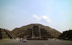 Pirámide de la Luna (Erik Cleves Kristensen) Tags: mexico teotihuacan mexicodf pyramid piramidedelaluna