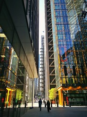 Sunny City of London morning (35mmMan) Tags: cityoflondon squaremile urban london londoncommute skyscraper cheesegrater lloyds huaweip9plus android morning sunshine