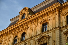 Typical yellow-ish architecture of Austria (petrOlly) Tags: europe europa austria österreich linz architecture architektura building buildings window windows sk2018