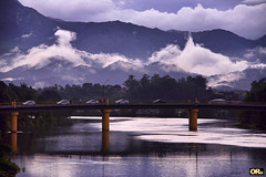 When clouds fall from the sky (Otacílio Rodrigues) Tags: nuvens clouds montanha mountain rio river ponte bridge água water carros cars reflexos reflections árvores trees natureza nature urban resende brasil oro pilares pilars