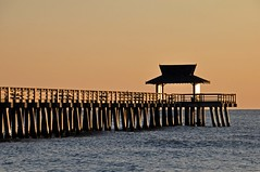 Florida 2018_711_Naples (SwissMike62) Tags: beach sunset pier florida ocean gulfofmexico romantic sunlight