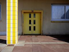 Here #21 - Solarium (Véronique Czeszynski) Tags: soleil solaire sun lumière light lightsandshadows bercksurmer pasdecalais jaune yellow ombres darkness shadows porte façade rue frontdemer frontdoor door street windows hautsdefrance