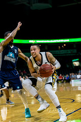 _L1D9090 (blaingsports@rogers.com) Tags: 2017 2018 arena ball basket basketball bruce budweiser canada centre gardens jlc john labatt laing lightning london nbl net ontario places players season stadium tall yellow action best center court game great hoop key live pictures player team teams joel friesenlatty
