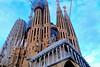 Imponente - La Sagrada Familia (Fnikos) Tags: city sky cloud gaudí antonigaudí lasagradafamilia construction building architecture modernism art sculpture temple faith basílica religion outdoor