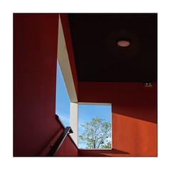 Double vue (Marie 35 (140)) Tags: cageescalier ciel couleurs fenêtre immeuble lignes lumière ombres ouverture rennes urbain