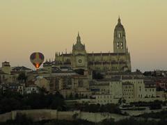 (17-52) Amanece en Segovia (mgherre) Tags: segovia globos catedral amanecer murallas