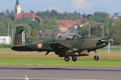3H-FB, Pilatus PC-7 Austria - Bundesheer @ Linz-Hörsching LNZ LOWL (LaKi-photography) Tags: flugzeug plane aircraft avion military militär aviaciónmilitar aviation aviación luftfahrt luftwaffe airport airfield airbase airforce forcaaerea bundesheer самолет аэропорт 航空機 空港 österreich austria austrianairforce pilatus pc7 linz hörsching lnz lowl trainer spotting verkehr