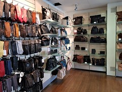 2018 0425 520 (SGS8+) Yeovil; Pittards factory shop (Lucy Melford) Tags: samsunggalaxys8 pittards leather bag yeovil factory shop