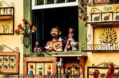 cidade, Embu das Artes, feira, domingo (luizleitefotografia) Tags: brilho luz vermelho azul branco estrelas horizonte tijolos concreto janelas tinta paredes prédios casas arvores antenas telhados linhas dourado pilastas contraste madeira teto bancos sãopaulo brasil