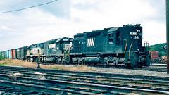 1533_09_29 (2)_crop_clean (railfanbear1) Tags: bm nw dh