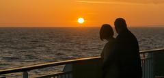 Coucher de soleil à Portland, Angleterre - 6317 (rivai56) Tags: weymouth england royaumeuni gb amoureux admirant le coucher de soleil beautiful sunset