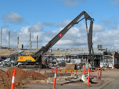 Toyoda Gosey (former Hills Factory) on South Rd, Edwardstown during demolition (RS 1990) Tags: southrd edwardstown adelaide southaustralia thursday 26th april 2018 demolition building toyodagosei factory bunnings