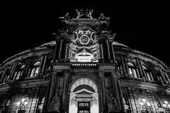 Dresden2018_071 (schulzharri) Tags: deutschland germany night nacht europe europa city town stadt old dark black white lon term langzeit outside ausen drausen