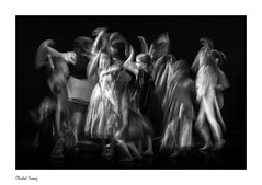 The Dance Show (Explored 08/05/18, Thanks Flickr !) (Michel Images) Tags: canonef70200f28lis2usm canoneos5d4 show monochrome