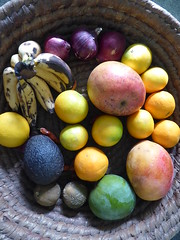 Fruit basket (prondis_in_kenya) Tags: kenya nairobi longrains fruit basket onion banana avocado lemon orange mango