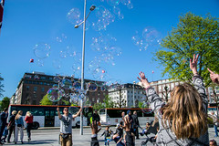 Playing with bubbles (hallo_maimouna) Tags: sky bubbles bulles kids children playing national day nasjonal dag norway bergen celebration constitution