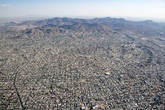 CIUDAD JUÁREZ , MEXICO from the air (Stuart Borrett) Tags: chihuauadesert elpaso jarez lipson mexico texas city desert fly mountain urban usa street grid