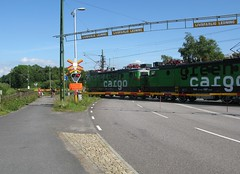 Green cargo-tåg korsar Oljevägen i Göteborg 2012 (biketommy999) Tags: göteborg 2012 biketommy biketommy999 sverige sweden tåg train hisingen