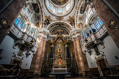 The ultimate setup (Melissa Maples) Tags: innsbruck österreich austria europe nikon d3300 ニコン 尼康 sigma hsm 1020mm f456 1020mmf456 winter cathedral church domzustjakob domstjacob sanctuary holidays decorations christmastrees