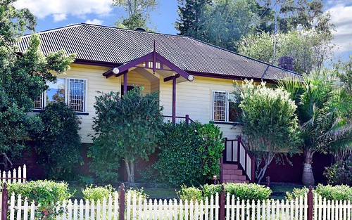 2 Glencoe Av, Wyoming NSW 2250