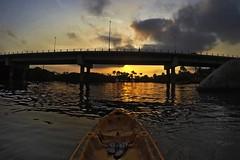 Kayaking / Camboriú river (alestaleiro) Tags: kayak sunset sol atardecer river camboriú sc brasil water rio fiume sandalias havaianas ponte bridge pont puente clouds nubes nuvens sky cielo céu agua alestaleiro
