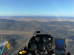 Returning to Bunyan after burning off height to the SW. (i-lenticularis) Tags: gliding soaring glider sailplane planeur volàvoile segelflug segelflugzeug aviation bunyanairfield canberraglidingclub