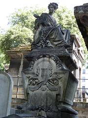 Cimetière de Montmartre: tomb and statue (John Steedman) Tags: フランス france frankreich frankrijk francia parigi parijs 法国 パリ 巴黎 montmartre cimetièredemontmartre cgth friedhof cimetière cemetery cementerio grave tomb