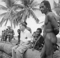 Mensen-017 (Stichting Papua Erfgoed) Tags: papua stichtingpapuaerfgoed pace papuaheritagefoundation nederlandsnieuwguinea irianjaya irianbarat newguinea
