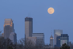 Another Minneapolis Moonrise (Sam Wagner Photography) Tags: minneapolis minnesota telephoto full moon zoom compression dusk twilight skyline skyscrapers pink blue hour foshay wells fargo ids towers downtown midwest spring