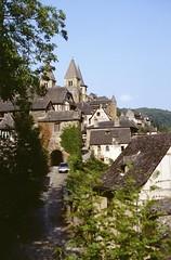 Conques (Aveyron) (Cletus Awreetus) Tags: france massifcentral aveyron conques architecture abbatiale tour église rouergue ville toit