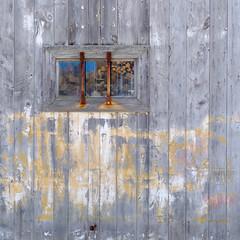 New Hampshire Barn (jtr27) Tags: dscf8845xl jtr27 fuji fujifilm xt20 xtrans minolta md 28mm f28 manualfocus mdiii barn door reflection newhampshire nh newengland