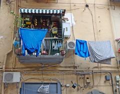 NAPOLI (cannuccia) Tags: napoli campania finestre balconi pannistesi facciate fili