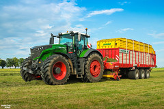 Grass Silage | FENDT // PÖTTINGER (martin_king.photo) Tags: springwork springwork2018 silage silage2018 inaction action first today outdoor machine sky martin king photo agriculture machinery machines tschechische republik powerfull power dynastyphotography lukaskralphotocz agricultural great day czechrepublic fans work place tschechischerepublik martinkingphoto welovefarming working modern landwirtschaft colorful colors blue photogoraphy photographer canon tractor love farming daily onwheels farm skylinefendtfans worker fendtglobal field green red fendt1050vario special pöttinger 1050vario huge big strong