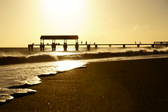 Shinny Pier (samytux) Tags: kauai pier waimea waimeastaterecreationpier hawaii sunset landscape pacificocean waimeabay shine beach breakingwave wave hawaiianlife wavefoam fishers ocean sonyilce6500 backlighting kauaʻi kauaʻicounty sunsetatthebeach