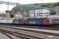 SBB Cargo Lokomotive Re 6/6 11669 bzw. 620 069 - 5 Hägendorf und Re 4/4 II 11347 bzw. Re 420 347 - 7 am Bahnhof Spiez im Berner Oberland im Kanton Bern der Schweiz (chrchr_75) Tags: christoph hurni schweiz suisse switzerland svizzera suissa swiss chrchr chrchr75 chrigu chriguhurni chriguhurnibluemailch albumzzz101805mai albumbahnenderschweiz albumbahnenderschweiz20180106schweizer bahnen bahn eisenbahn train treno zug albumsbbre66lokomotive re66 re620 re 66 620 schweizerische bundesbahn bundesbahnen lokomotive lok sbb cff ffs slm albumzzz201805mai mai 2018 juna zoug trainen tog tren поезд паровоз locomotora lokomotiv locomotief locomotiva locomotive railway rautatie chemin de fer ferrovia 鉄道 spoorweg железнодорожный centralstation ferroviaria