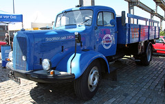 L6600 (Schwanzus_Longus) Tags: schuppen 1 eins bremen german germany old classic vintage truck lorry flatbed vehicle mercedes benz l6600