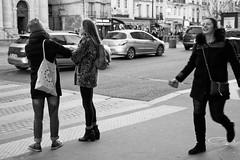 La joie c'est moi! (Paolo Pizzimenti) Tags: joie femme fille flou chaos projet paolo paris olympus zuiko 25mm f18 film pellicule argentique m43 mirrorless doisneau