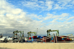 DSC_5710-61 (jjldickinson) Tags: nikond3300 103d3300 nikon1855mmf3556gvriiafsdxnikkor promaster52mmdigitalhdprotectionfilter freeway terminalislandfreeway ca47 ca103 longbeach portoflongbeach polb harbor longbeachharbor shippingcontainer container ship containership bridge