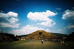Teotihuacan (cranjam) Tags: lomography lomo lca film expired slide xpro kodak elitechrome100 mexico messico teotihuacan unesco worldheritagesite teotihuacán pyramid piramide mesoamerican ruins rovine
