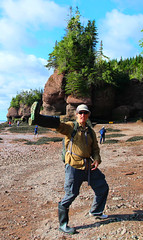 Boot Hands! (ARKNTINA) Tags: newbrunswick canada northamerica nb17 random6 bayoffundy bay fundy randomnature naturallandscape nature hopewellrocks park beach seabed lowtide rocks cliff rksolo